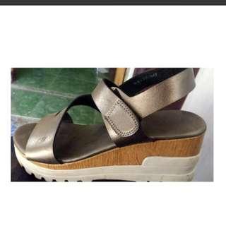 Sepatu Wedges Nego Tipis