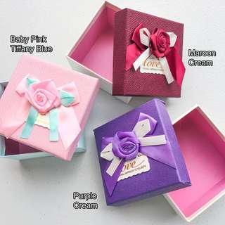 Gift Box Square with rose & ribbon
