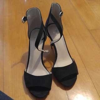 37 HnM Black Heeled