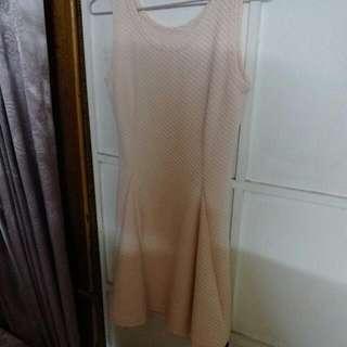 淡粉色洋裝