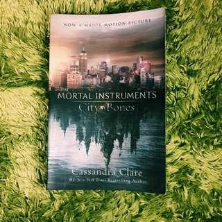 THE MORTAL INSTRUMENTS City of Bones - Cassandra Clare
