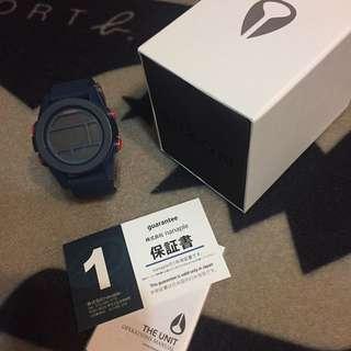 Nixon藍紅手錶