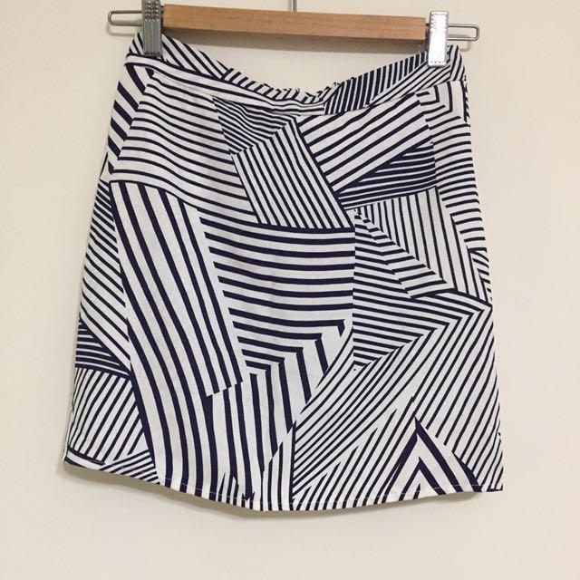 全新/幾何線條鬆緊涼感裙