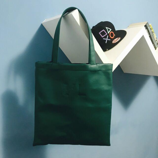 單眼皮女孩 皮革 綠色包/袋