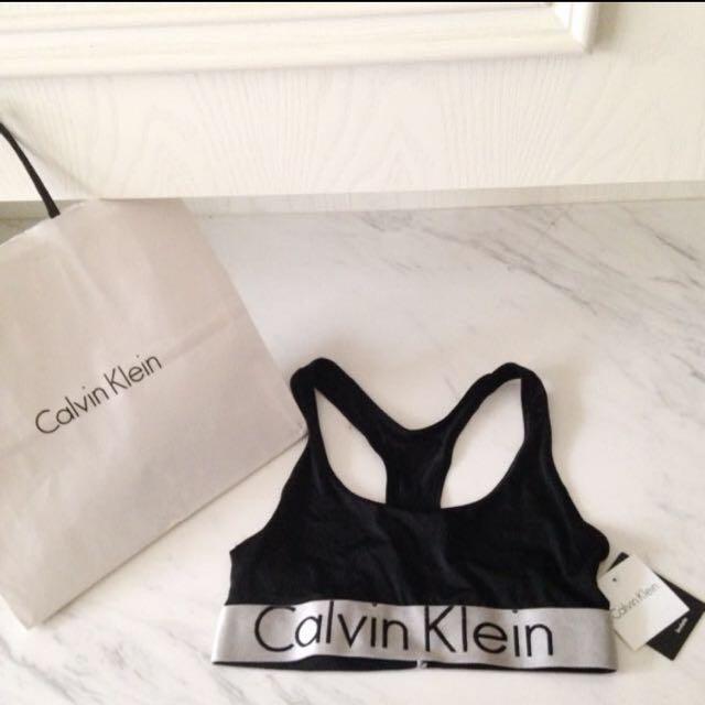 全新 Calvin Klein 運動內衣 S