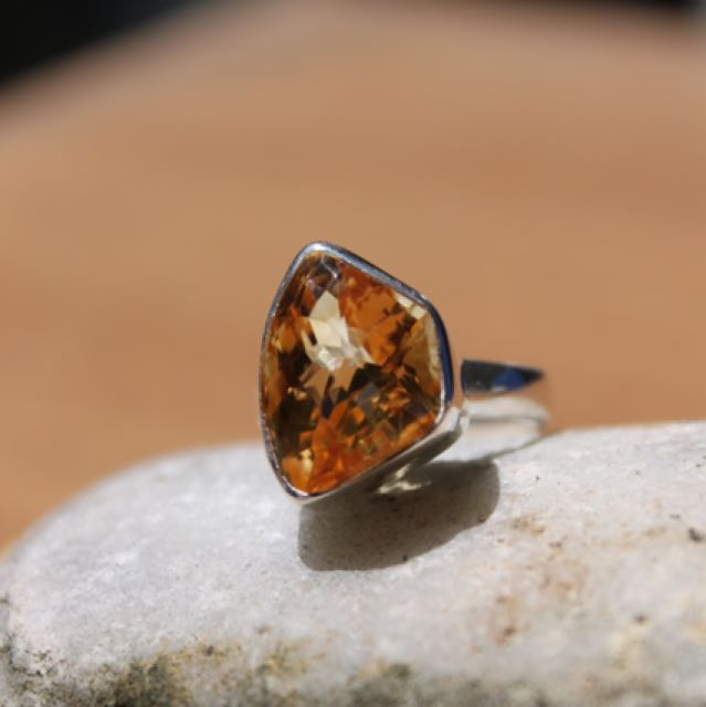 Citrine in Sterling Silve .925. Size 7.