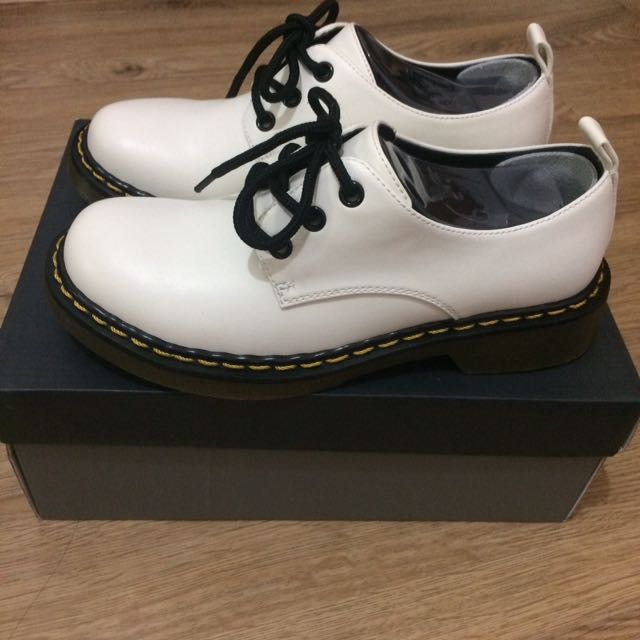 Daphne 達芙妮 三孔馬丁鞋 白色