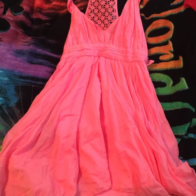 Guess Size 4