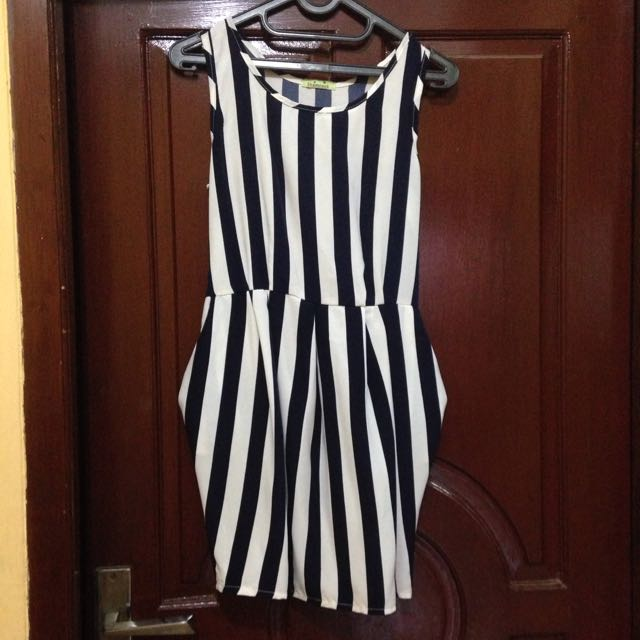 Sleeveless Baloon Navy Dress