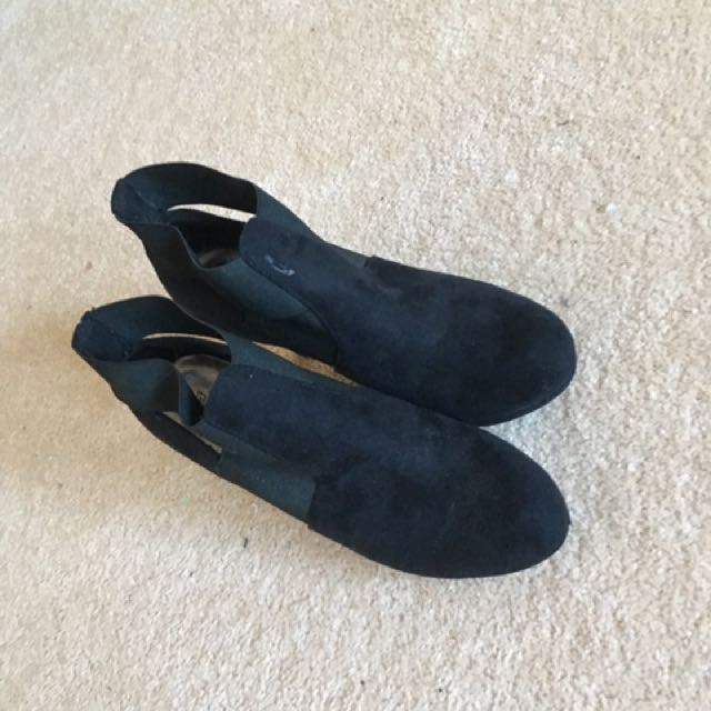 SM Blk Unique Boot Heels Size 7 W