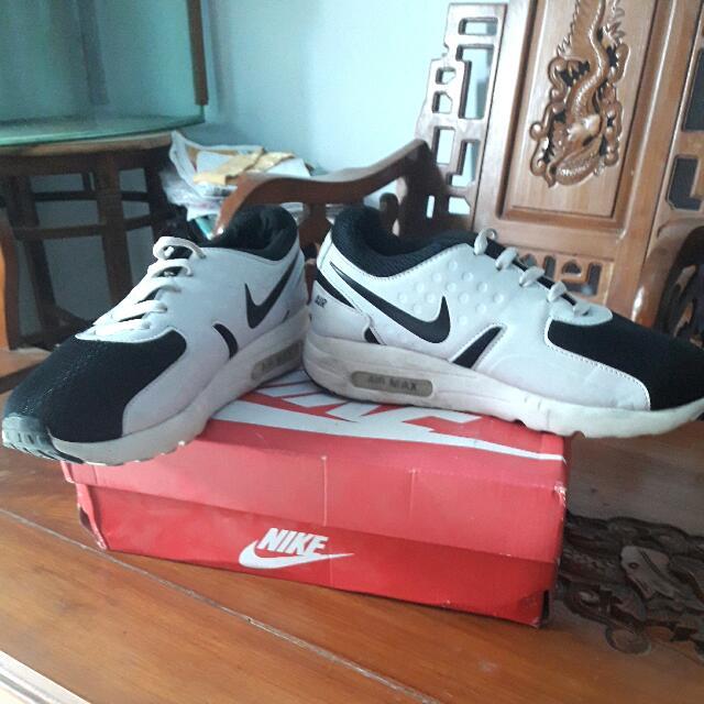 Spatu Nike