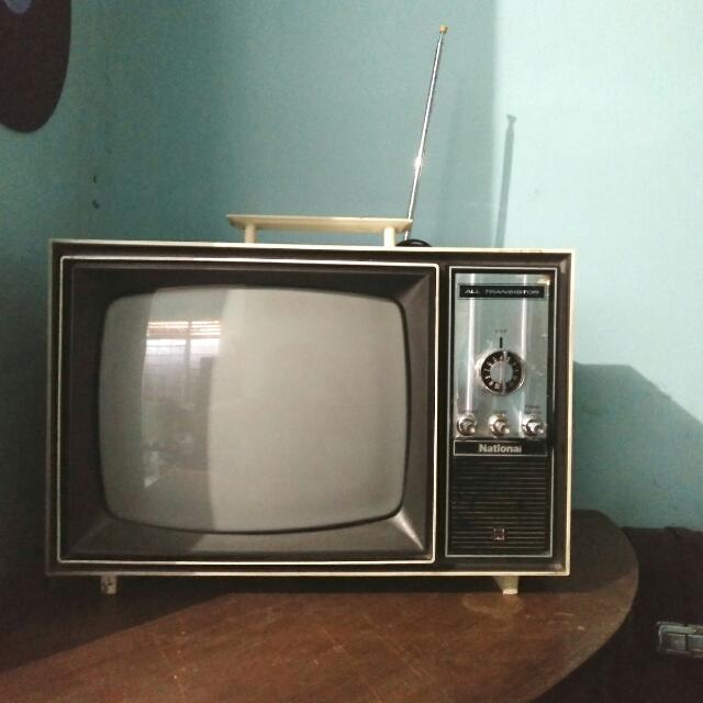 Televisi Vintage National Putih Jadul
