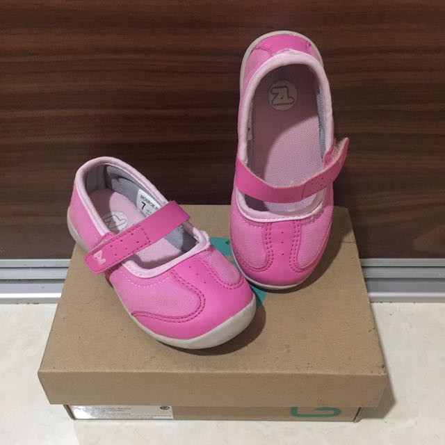 Toe Zone - Shoes Girl (Size 6)