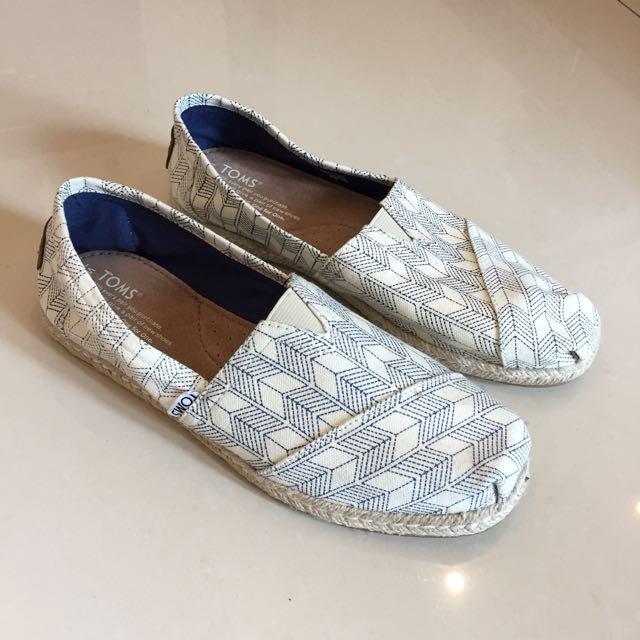 Toms 全新 圖騰米色編織底休閒鞋26.5