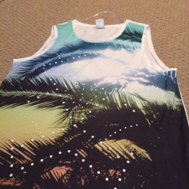 XL Tank Top In White With Front Pattern
