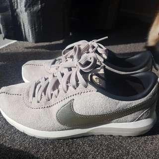 Nike Suede Sneaks