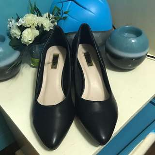 Figlia Black Wedge Pointed Shoes