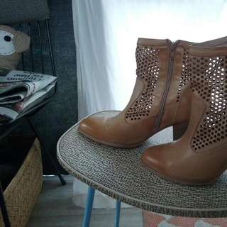 Novo All Leather Quality Ankle Boots Size 9 .. $45