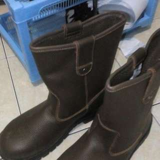 Sepatu Boot Safety