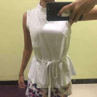 baju putih gaudi