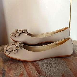 Size 38 Light Grey Flats