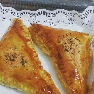Serba Pastry (Tuna/Smoke Beef/Smoke Chicken)