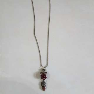 maroon pendant necklace