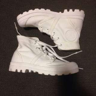 PALLADIUM WHITE BOOTS