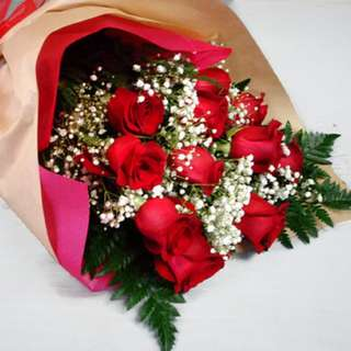 Class of red roses bouquet
