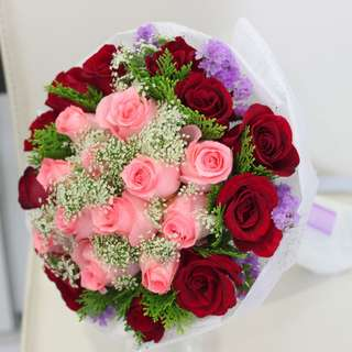 2 tone roses bouquet with mix flowers