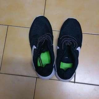 Nike黑色布鞋