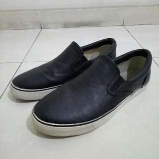 Uniqlo Black Leather Slip On