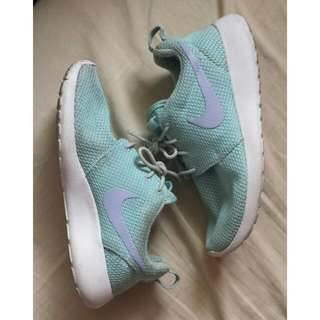 Women's Roshe Runs