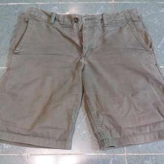 Uniqlo 墨綠色短褲 M碼