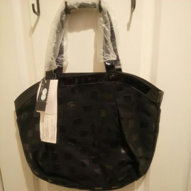 Agnes b 全新黑色側揹袋