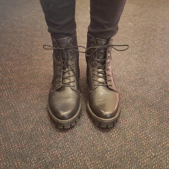 Black boots Size 9