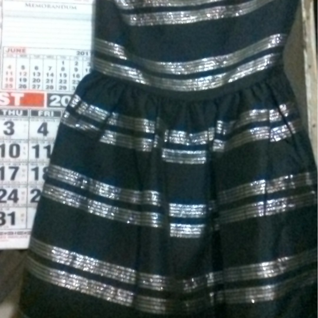 black dress (bought it in canada) fits sya for 4-5 yrs old.