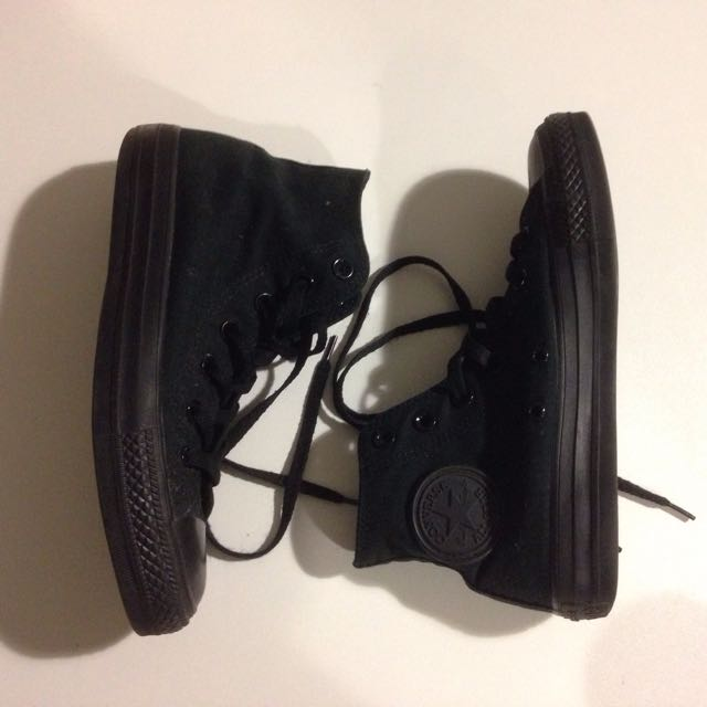 CONVERSE ALL BLACK CHUCKS
