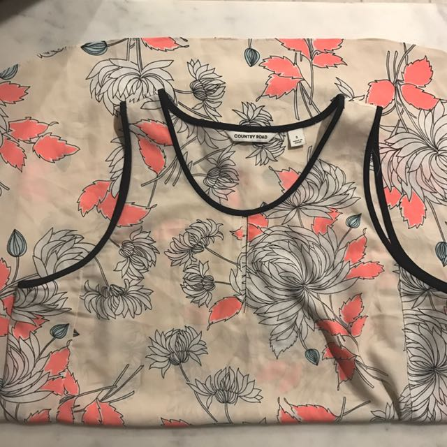 Country Road Size Small Floral Cartoon Top