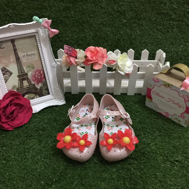Cute Sandals With Flowers