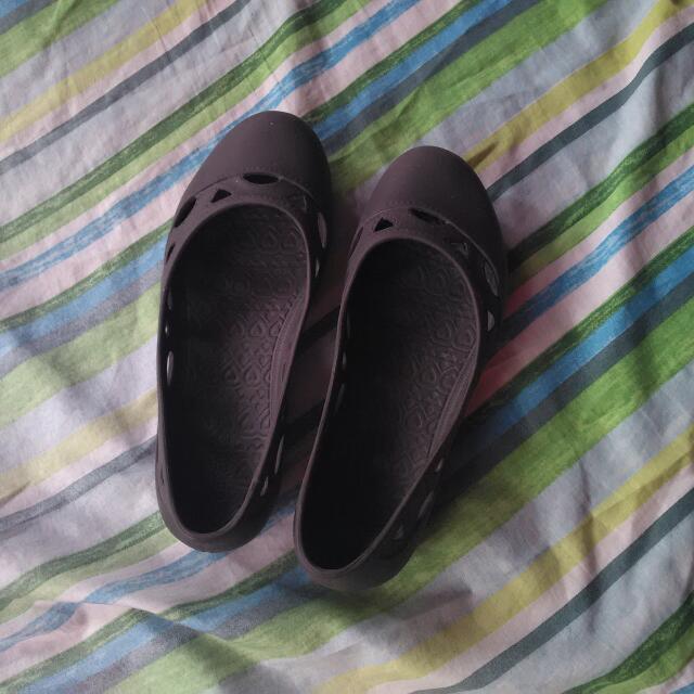 Duralite Close Shoes