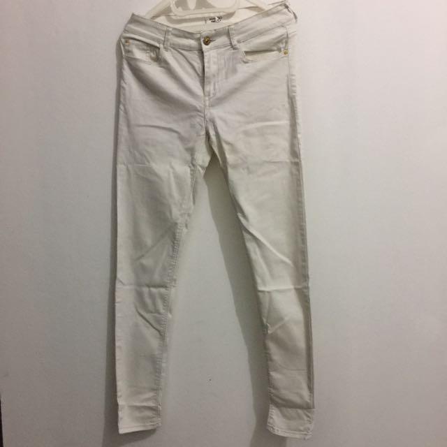 Jeans Putih Mango
