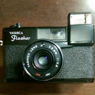 YASHICA. Flasher 香港底片相機。