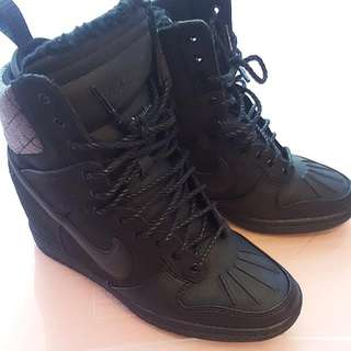 Nike Womens Wedge High Tops Size 7