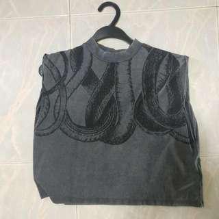 HNM snakes sleeveless crop top