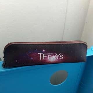 [Instock] Tfboys Small Triangular Galaxy Pencil Case