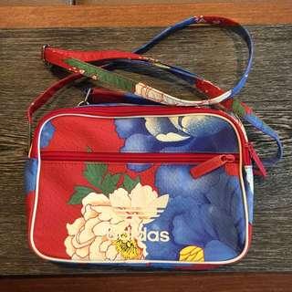 愛迪達花卉包包