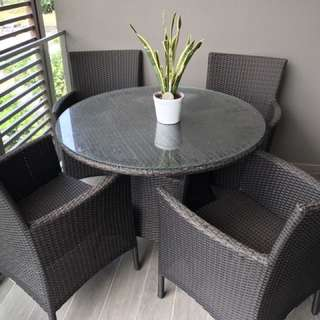 Set - Outdoor Table and Chairs