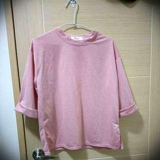五分袖淡粉色上衣