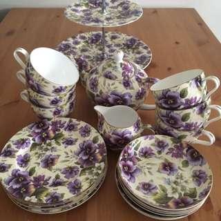 "Maxwell & Williams Tea Set ""Cream Pansy"""
